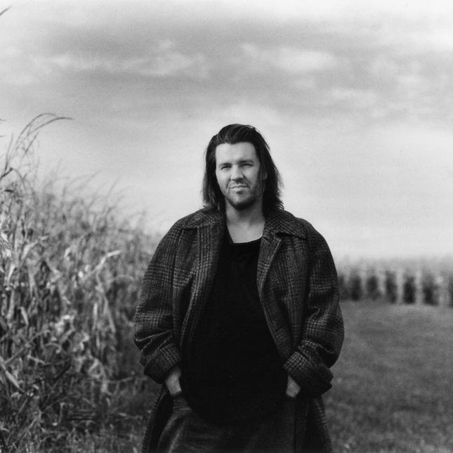 Os cabelos desgrenhados e o pensamento selvagem de David Foster Wallace estariam mais cômodos em uma paisagem inóspita. Mas os discursos do escritor, com gravata frouxa e barba por fazer,  eram bastante aguardados.