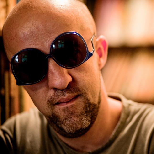 Carpinejar irá ler os seus melhores poemas e usará um novo modelo de óculos, hoje, às 20h00, no Encontros Poéticos.