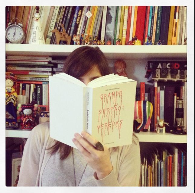 Nossa leitora-musa d'Grande Sertão: Veredas, Paula Albuquerque, posou para o nosso Instagram (#cachimboreaders).
