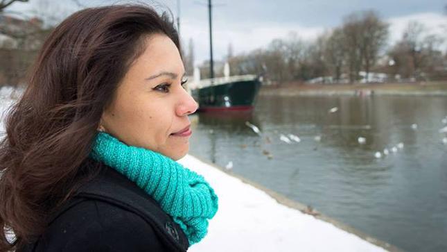 """Carola Saavedra esteve na nossa edição # 8 com os seus refinados romances """"Toda terça"""", """"Flores Azuis"""" e """"Paisagem com dromedário"""" –  além do charme chileno."""