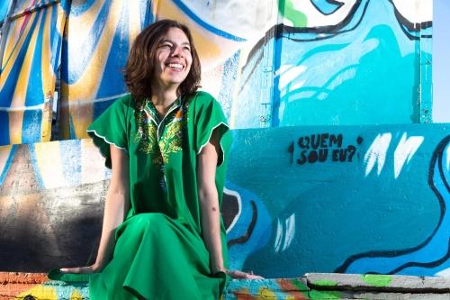 Além de escritora, Veronica é pesquisadora em artes visuais e gosta de quimonos.